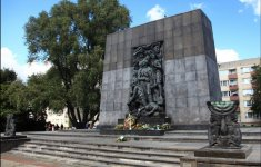 Warsaw, Monument to the Ghetto Heroes - fot.: M. i E. Wojciechowscy, http://tripsoverpoland.eu